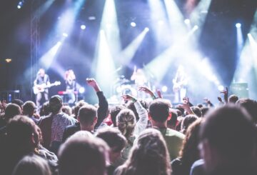 koncert med masser af mennesker